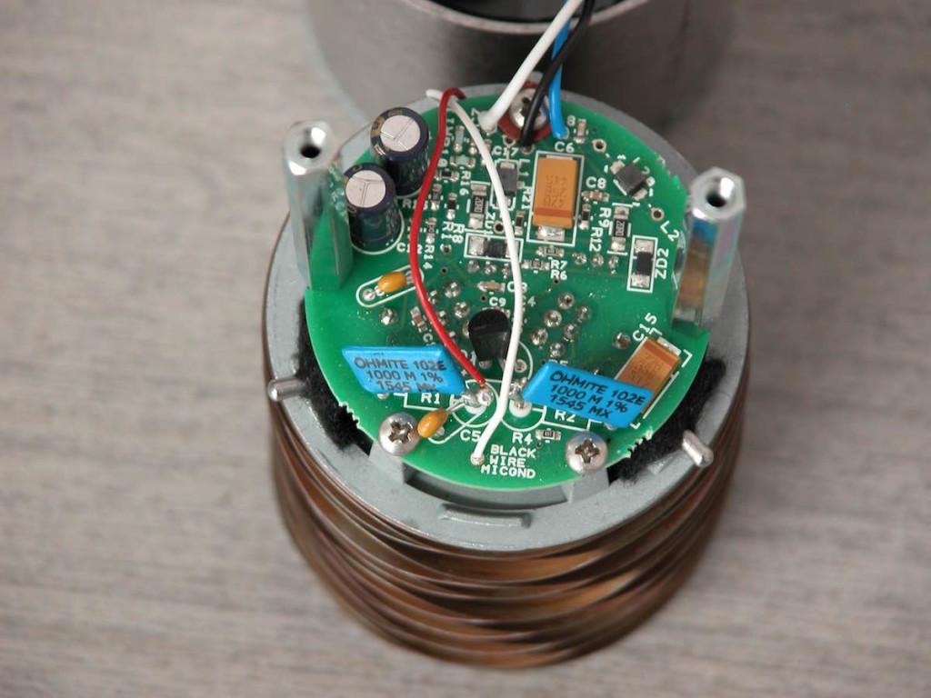 Particolare dell'elettronica interna al microfono