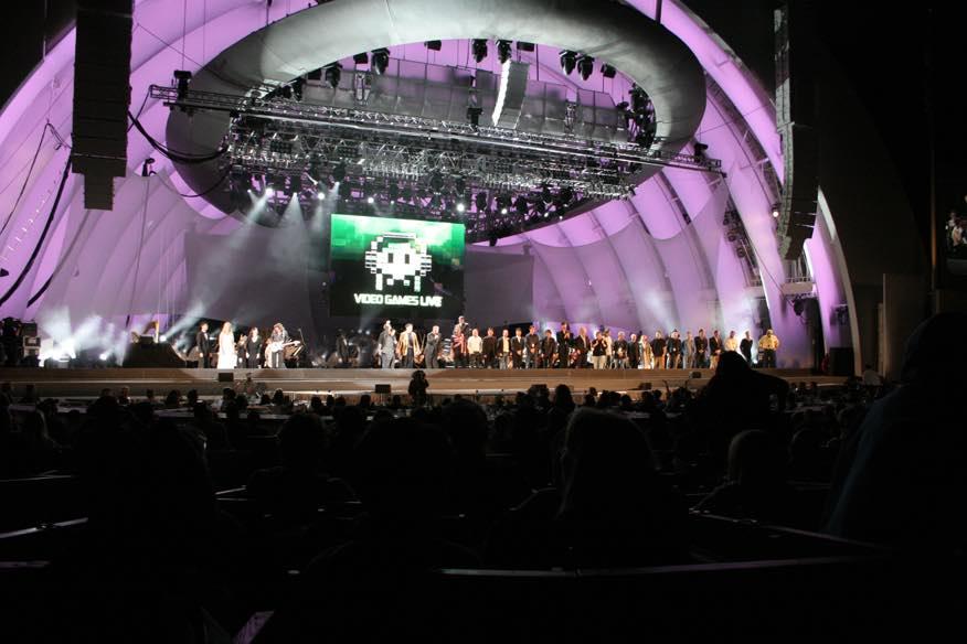 02 Un momento del concerto Videogames Live con lo schermo dedicato al videogame