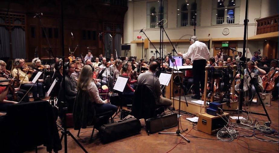 04 Un momento della registrazione dell'orchestra condotta da Allan Wilson agli Air Lyndhurst Studios
