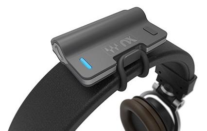NX Head Tracker si monta agilmente su qualsiasi paio di cuffie