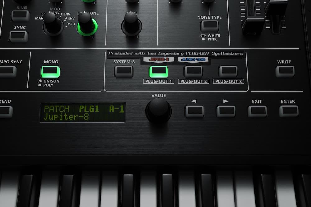 System-8 può contare su 4 generatori, il primo è il motore nativo che eredita il nome dal synth, gli altri tre sono personalizzabili coi Plug-Out che Roland ha in catalogo o che produrrà in futuro