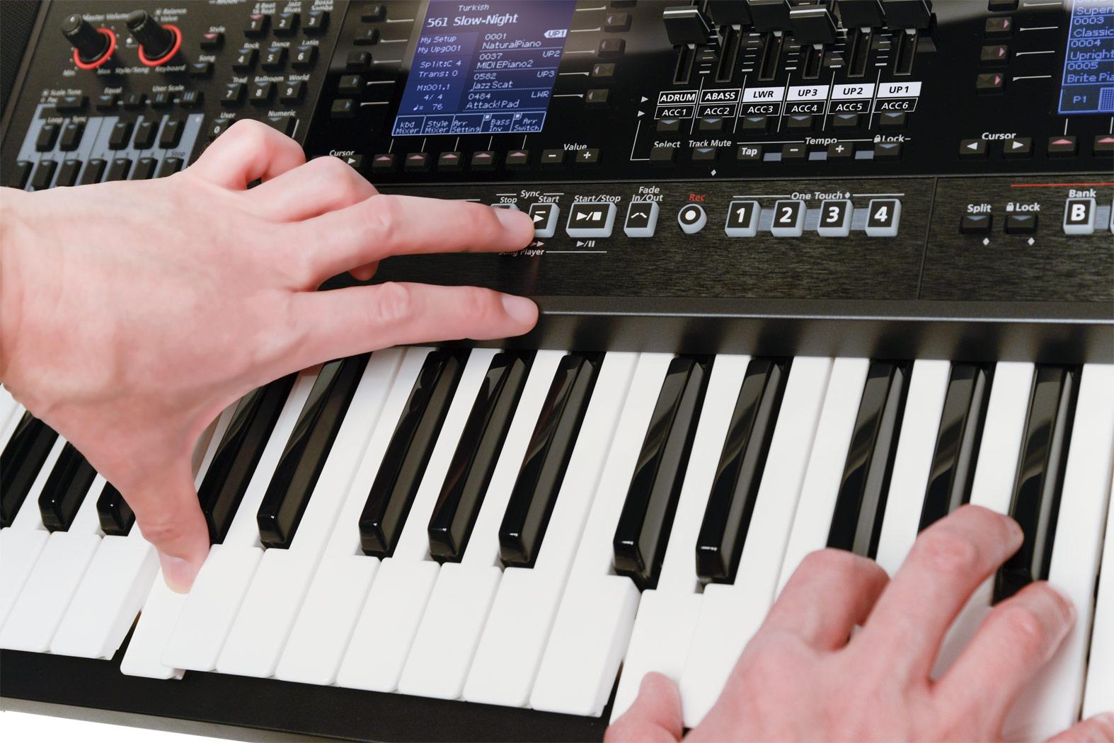 In base al Mode attivo, i comandi che pilotano gli accompagnamenti degli stili passano alternativamente a controllare l'esecuzione delle song
