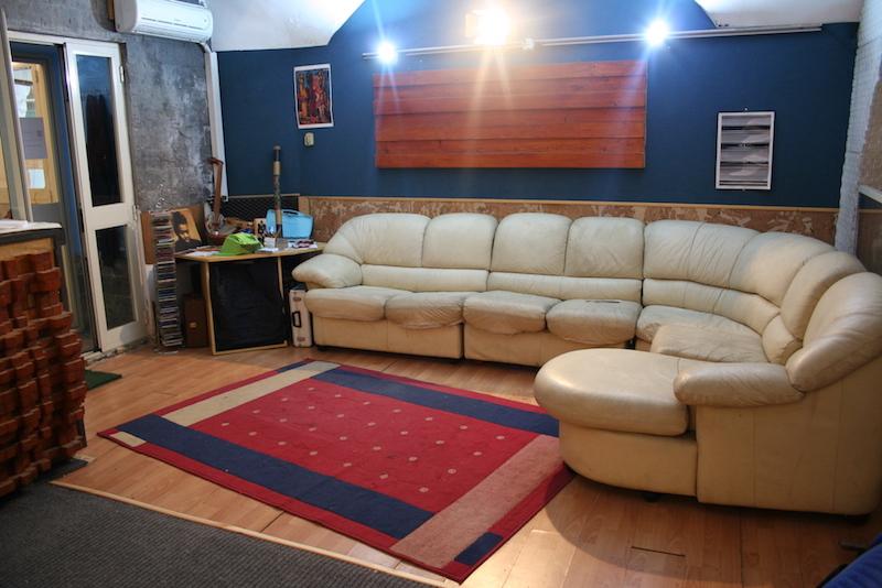 Lounge room all'interno dello studio