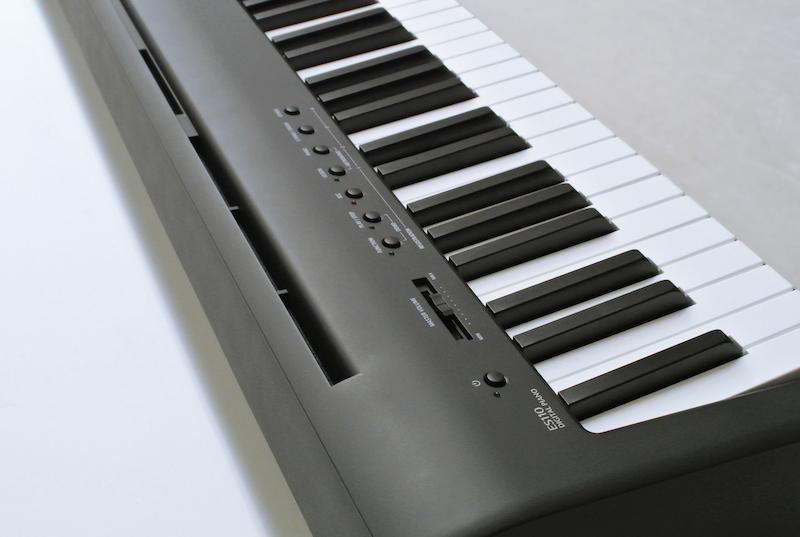 Il pannello comandi posto sul lato superiore sinistro dello strumento
