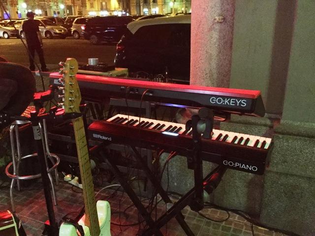 Le due tastiere della serie GO: sul palco durante la prova svolta con la band