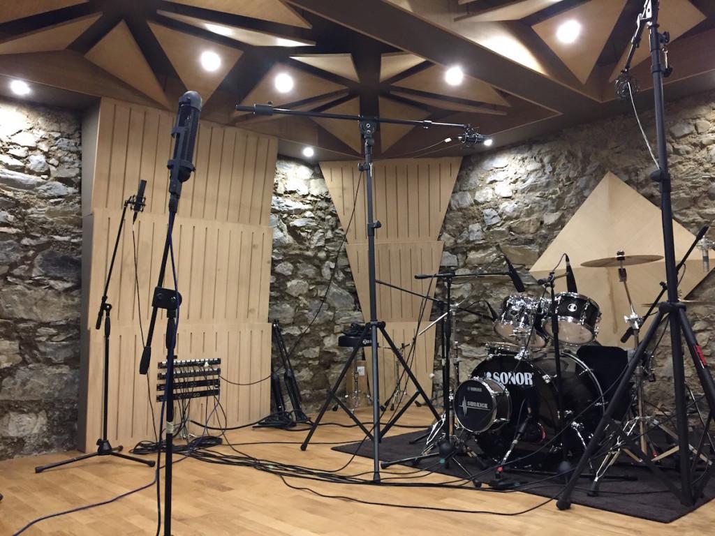 Il setup per la ripresa della batteria con il mic R88 MK II