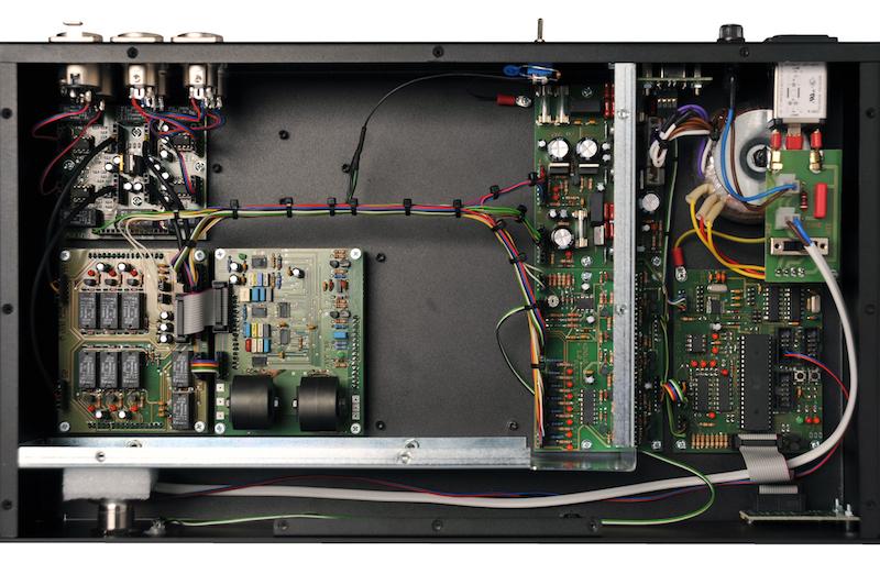 L'interno di EQ232P MK II, con la scheda per l'eq Pultec e il doppio alimentatore
