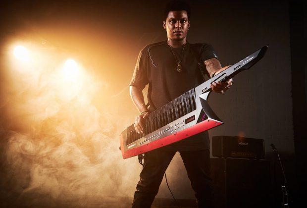 Roland AX Edge keytar keyboard synth sintetizzatore studio live