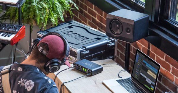 interfaccia audio Motu M2 backline studio pro hardware home project audiofader