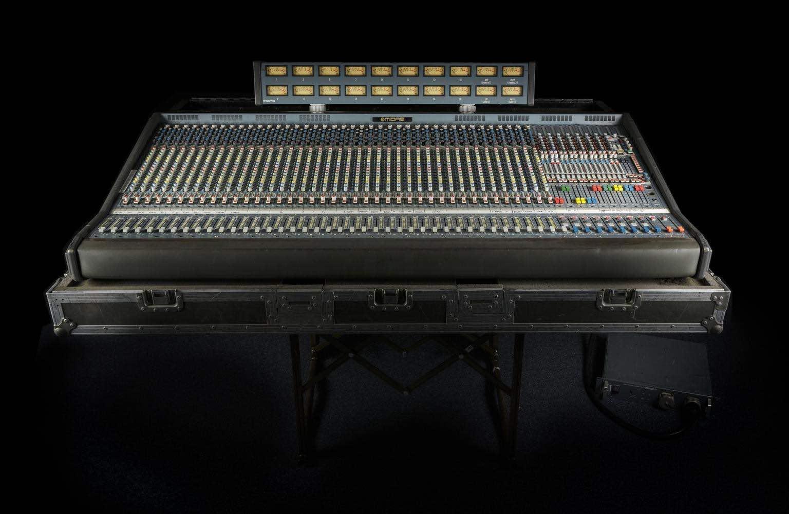 Andrea Benassai studio intervista hardware outboard analog audiofader