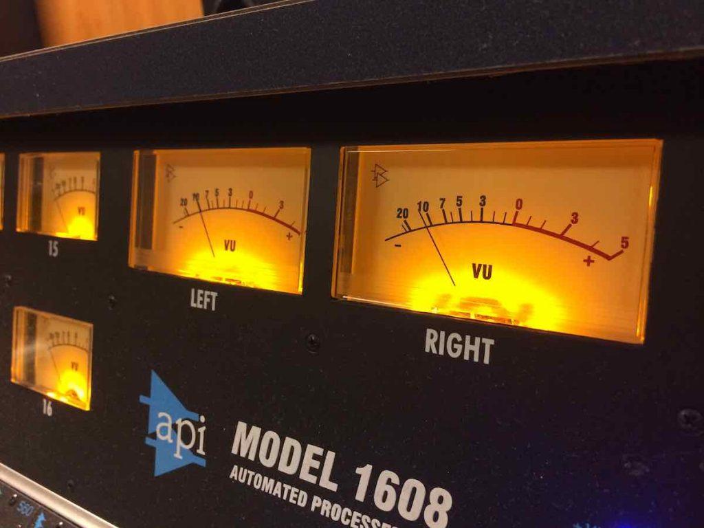 Api Audio 1608 hardware mixer console analog mix rec funky junk luca pilla test audio pro studio VU meter