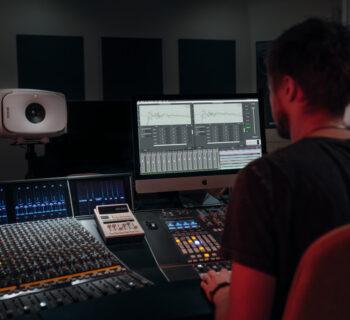 Genelec GLM 4 monitor audio studio pro rec mix mastering producer midiware software SEM DSP audiofader