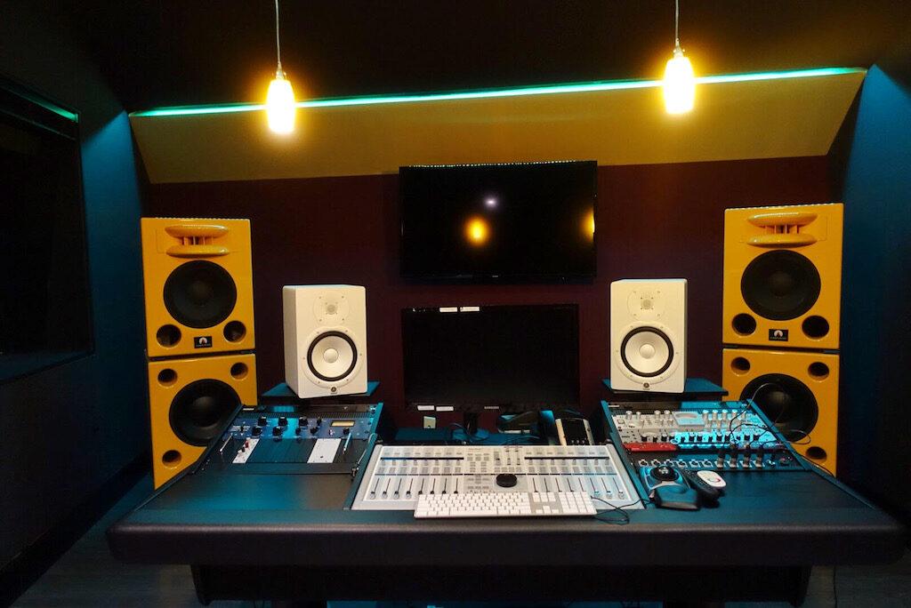 SSL 5 star studios atlanta Nucleus2 mixer hardware banco audiofader