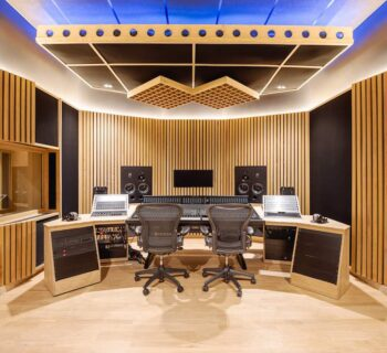 SSL Origin Flow Studios regia control room mixer banco hardware recording mixing midiware audiofader