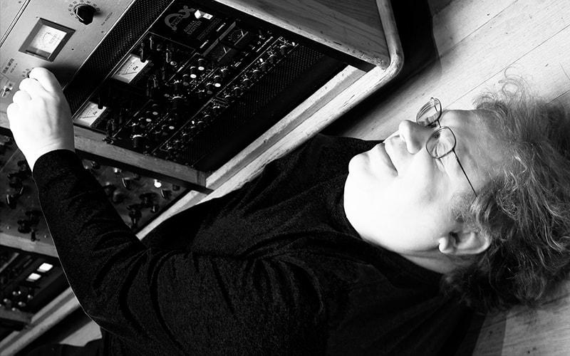 Universal Audio Mick Guzauski Daft Punk mixing uad plug-in hardware software pro audio studio midiware audiofader