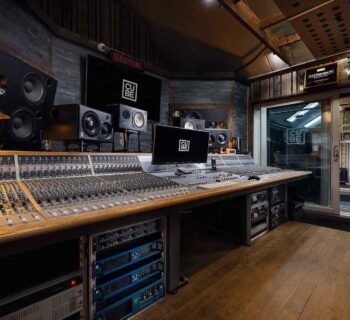 Cube Studio 2021 Audient ASP8024-HE console banco mixing hardware leading technologies audiofader